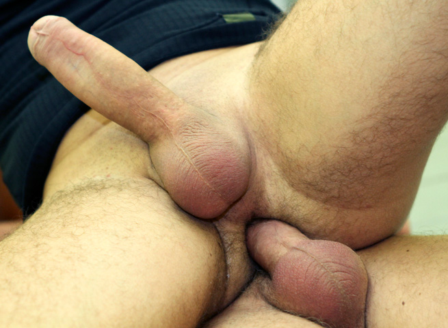Big-Daddy-Out-In-Public-Muscle-Guys-Barebacking-In-A-Locker-Room-Amateur-Gay-Porn-08 Real Strangers Almost Caught Barebacking In A Public Locker Room
