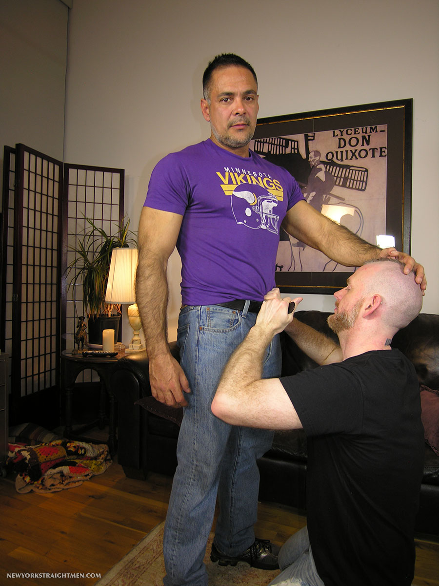 New-York-Straight-Men-Dale-and-Vincent-Latino-Daddy-Thick-Cock-Sucking-Amateur-Gay-Porn-01.jpg