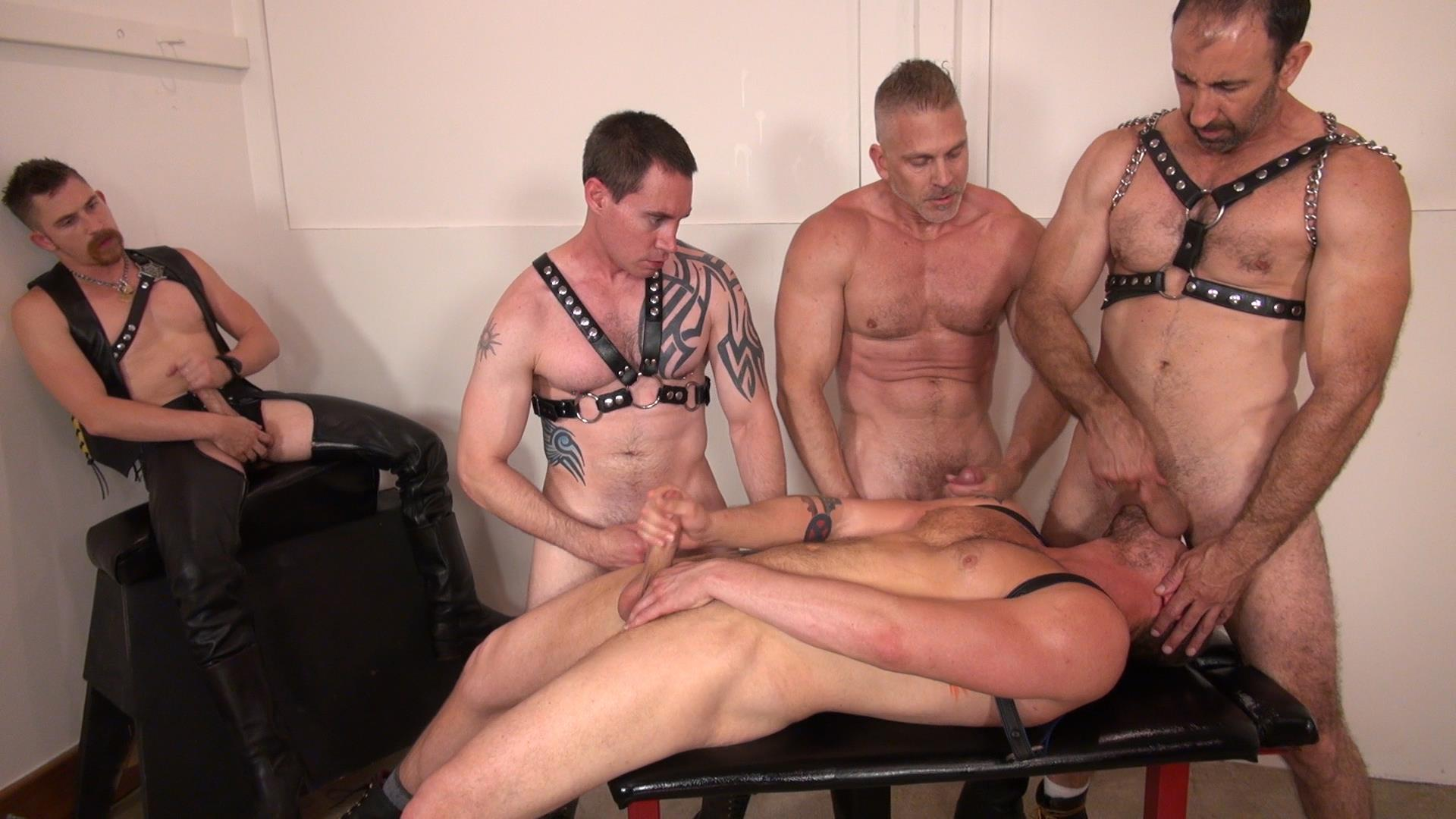 Raw-and-Rough-Jason-Mitchell-Steven-Richards-Sam-Dixon-Blue-Bailey-Dayton-OConnor-Jose-del-Toro-Bareback-Bathhouse-Amateur-Gay-Porn-07 Blue Bailey Getting Fucked Bareback By 5 Guys At A Bathhouse