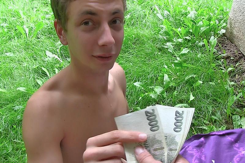 Czech-Hunter-Twink-Gets-Paid-to-take-a-Big-Uncut-Cock-Bareback-Cum-Amateur-Gay-Porn-24 Czech Twink Gets Paid To Bareback A Big Uncut Cock In The Park